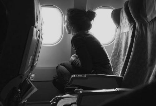 plane-girl-blackandwhite-hipster-window-Favim.com-662136