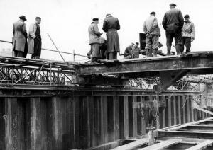 Bouw Meppelerdiepsluis 1955 (betonstort)_tcm174-317635